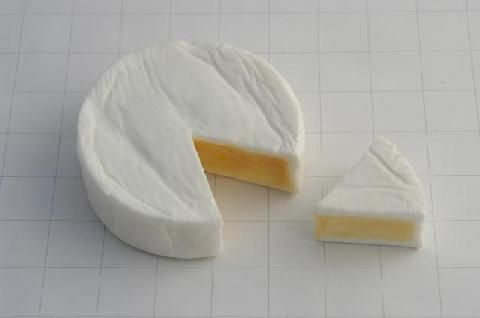 da004 Camembert Whole + Wedge