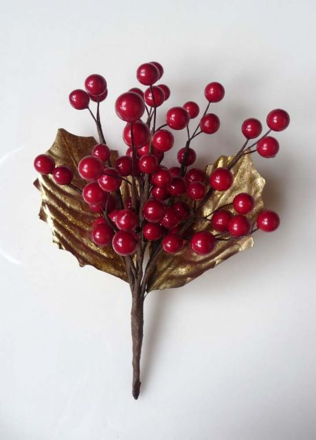ga049 Red berry pick with gold leaves